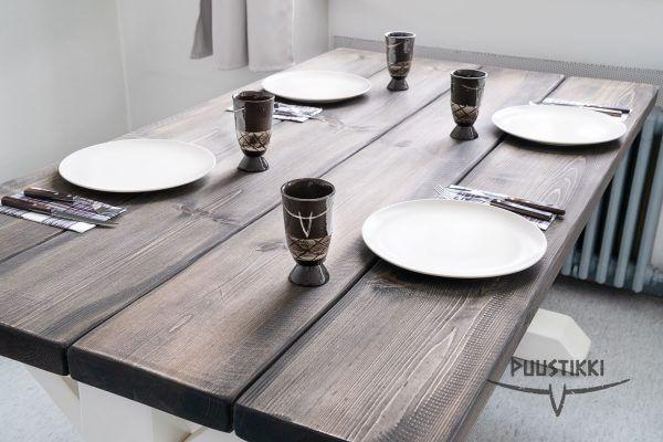 Kantri ruokapöytä